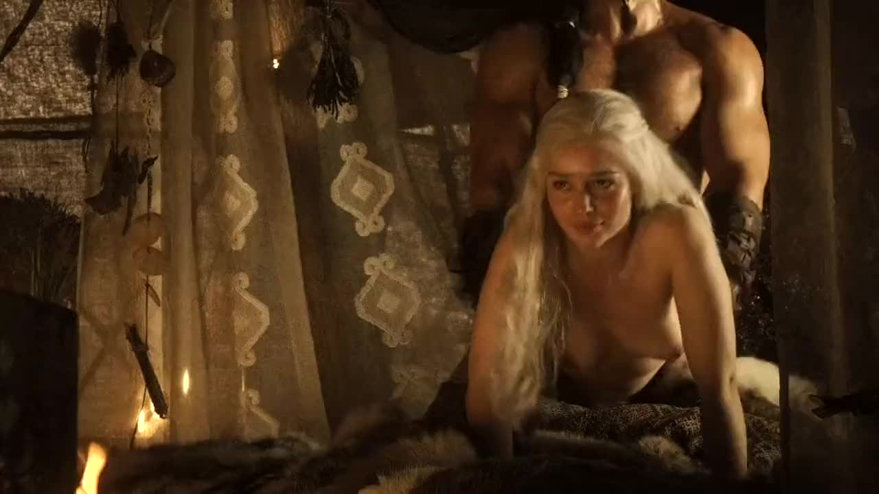 Emilia clarke pushed to nude scenes for game of thrones fans