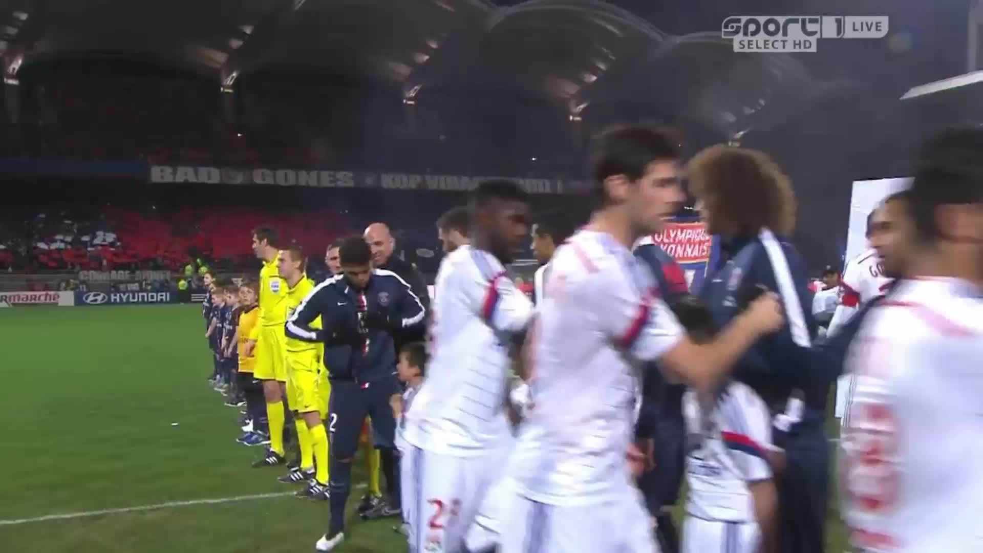 MadeMeSmile, footbaww, Brazillian footballer Thiago Silva giving his jacket to a freezing kid (reddit) GIFs