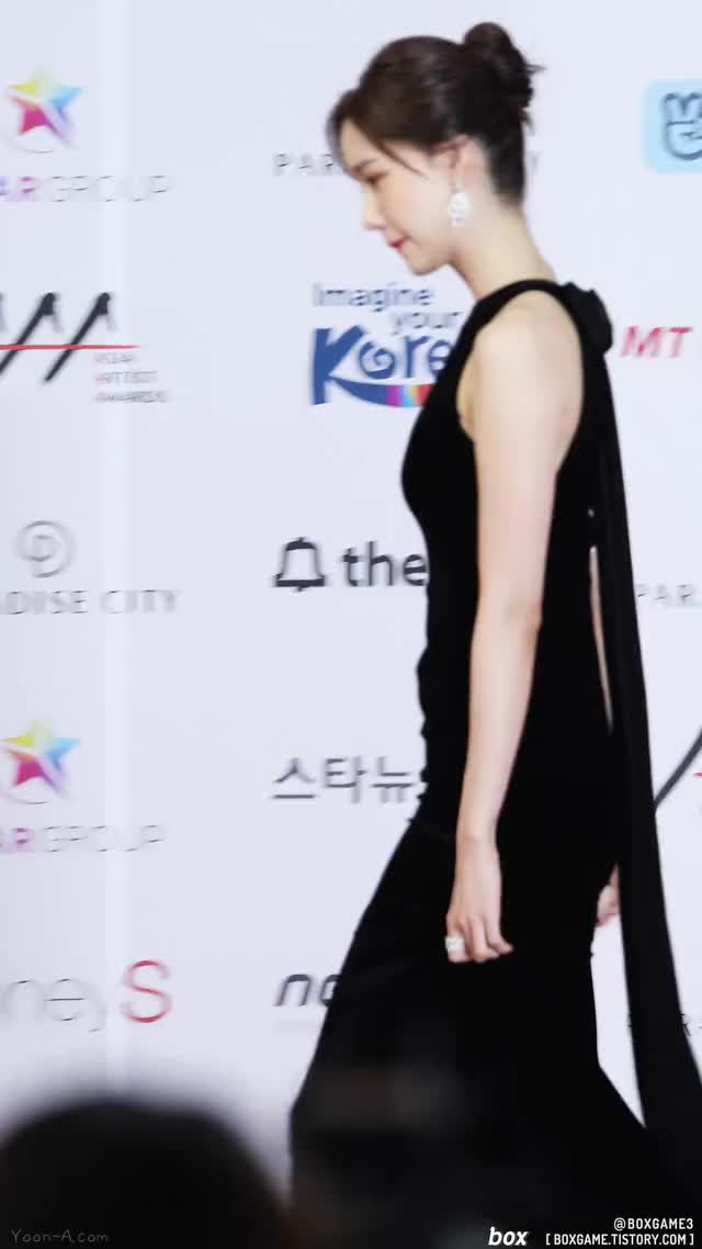 Watch and share YoonA-AAA-Red Carpet-6-www.yoon-a.com GIFs by KGIRLS on Gfycat