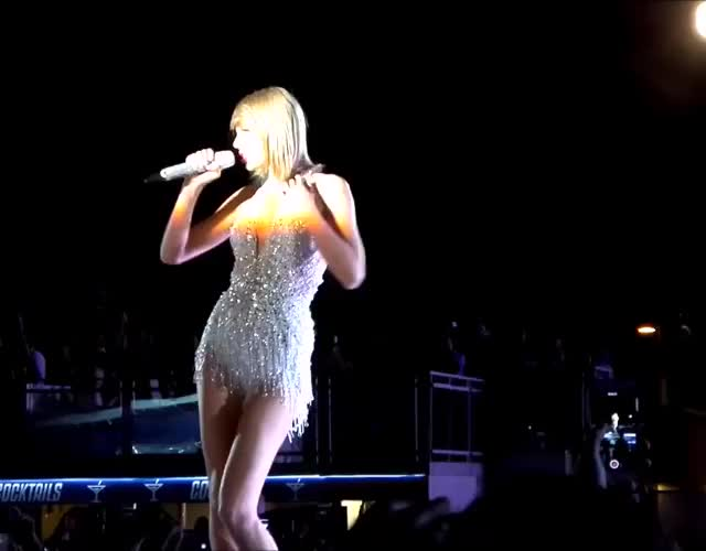 Taylor Swift touching her boob, dancing and shaking her tight little ass in stage in sexy video