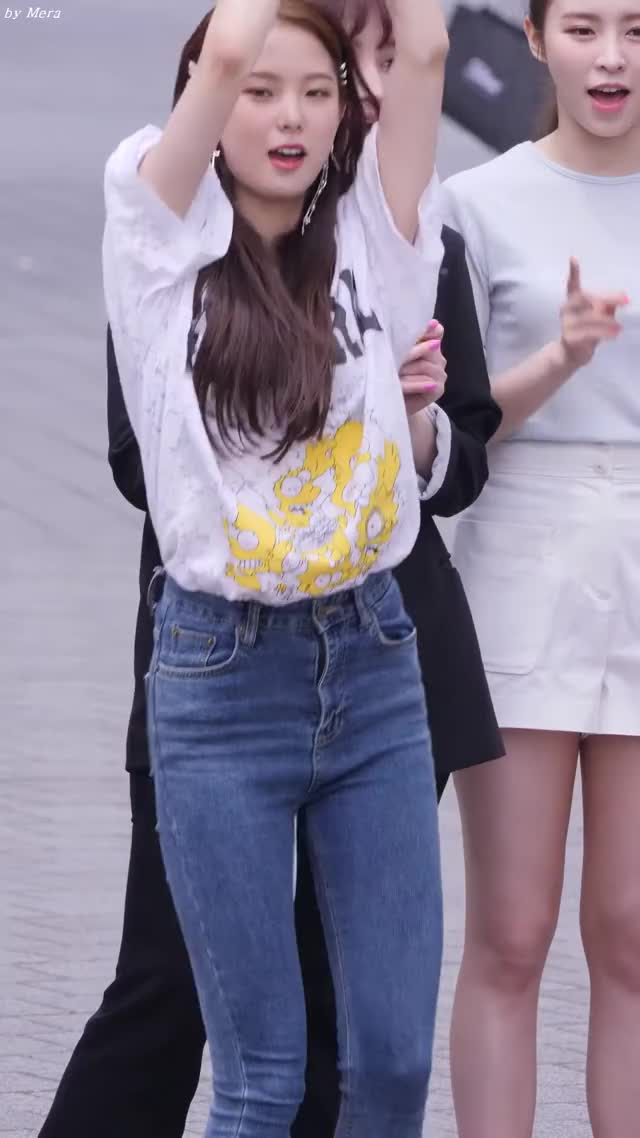 Watch and share 190601 Clc Yujin [CiVHJv8up50]-(1,2) GIFs by Mecha熊 ✔️  on Gfycat