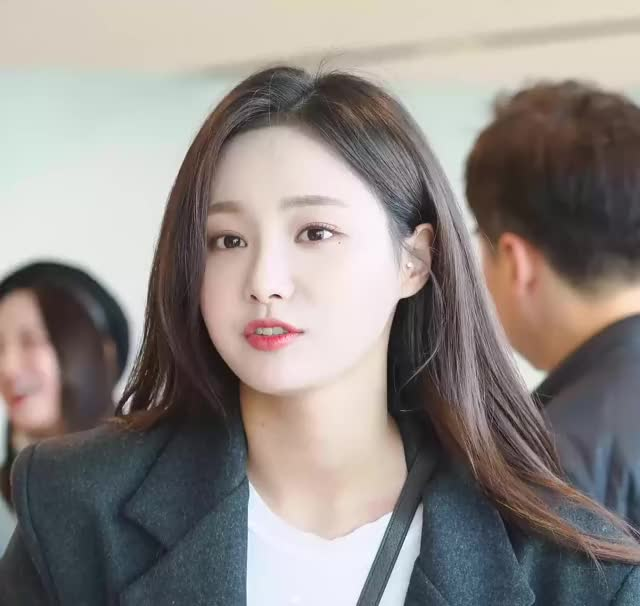 Watch 181104 MOMOLAND Yeonwoo (1) GIF by My Gif Factory (@forever9diadem) on Gfycat. Discover more related GIFs on Gfycat