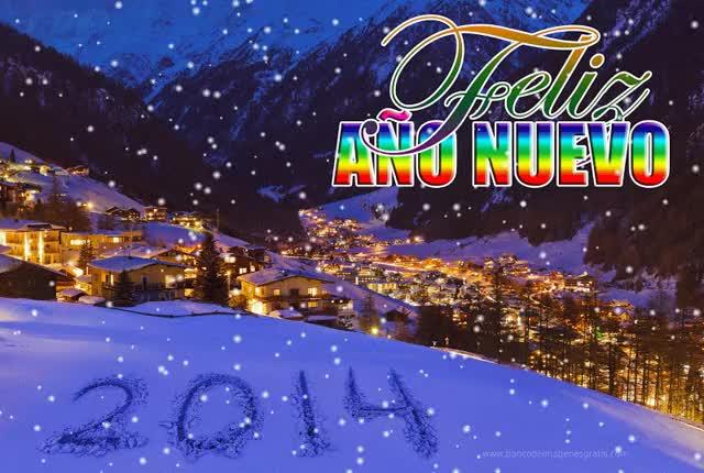 Watch and share Feliz Nuevo Animado Con La Imagen De Una Aldea Invernal GIFs on Gfycat
