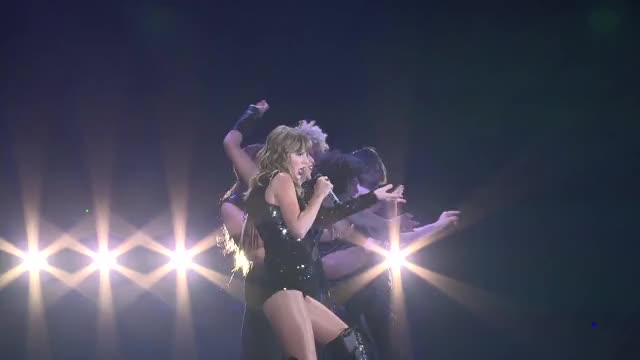 Taylor Swift - (05.18.18) Performing Gorgeous