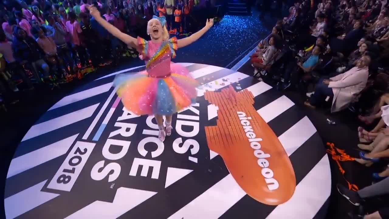 2018, All Tags, EXCLUSIVE, Pics, avengers, blimp, celebrities, celebs, challenges, clips, laurdiy, lemon, music, performance, performers, pictures, smallfoot, updates, wwe, zendaya, JoJo Siwa Gets SLIMED While Performing Her Top Hits 😜   Kids' Choice Awards 2018   Nick GIFs