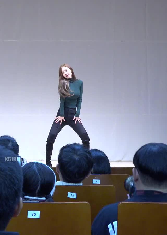 Watch and share 달샤벳 우희 (3) GIFs on Gfycat