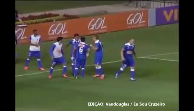 """Watch and share [MONTAGEM] Comemoração """"Dança Da Barraquinha"""" Dos Jogadores Do Cruzeiro GIFs on Gfycat"""