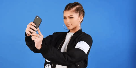 celebs, self photograph, selfie, zendaya, selfie GIFs