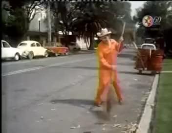 Watch 100 AÑOS DE MARIO MORENO CANTINFLAS   EL BARRENDERO  1981    Soy Barrendero   YouTube   Google Chrom GIF on Gfycat. Discover more related GIFs on Gfycat
