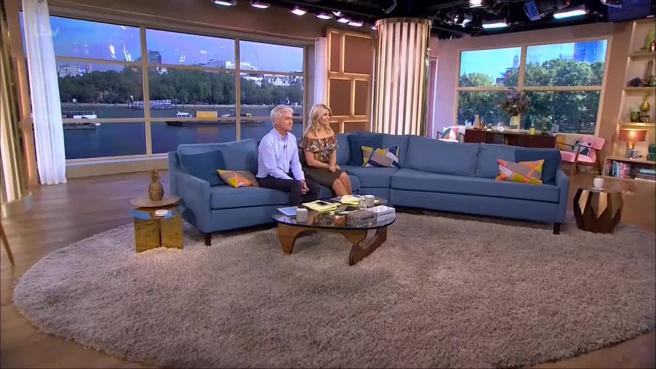 TheHollyWilloughby, holly willoughby, Holly Willoughby in tight leather skirt     20160914 GIFs