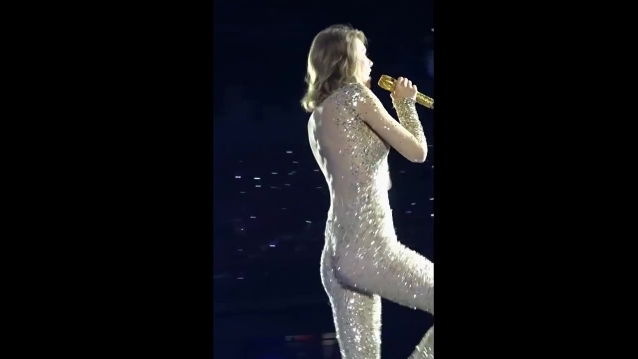 Taylor Swift tight little ass dancing in bodysuit on stage