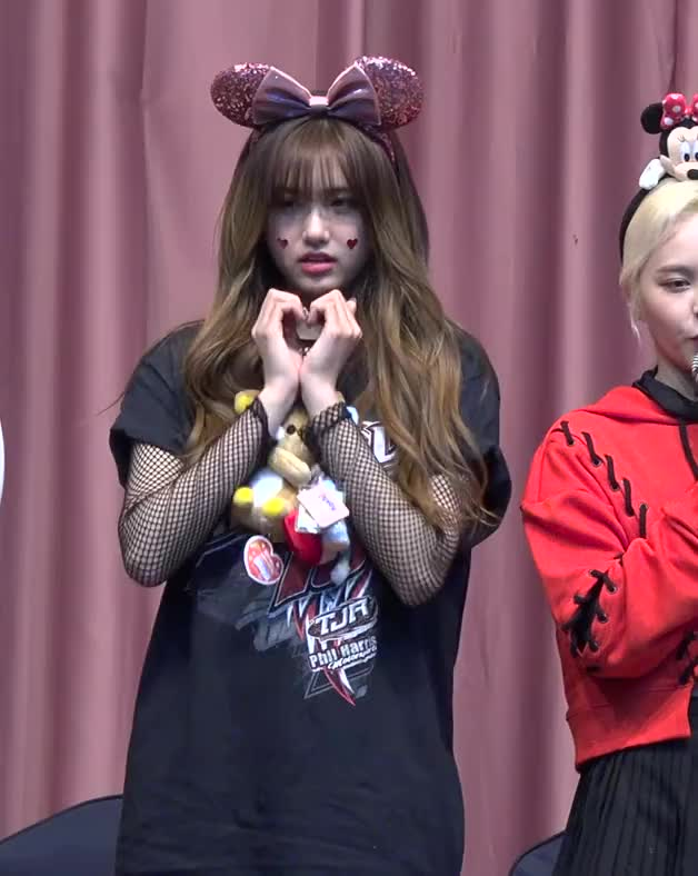 Watch and share [7] Aisha 190420 에버글로우(Everglow) 'Closing Comment' 4K 직캠(fancam) @Fansign 국제청소년센터 GIFs by Mecha熊 ✔️  on Gfycat