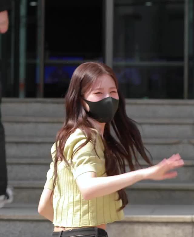 Watch and share [4K] 210702 (여자)아이들 미연 직캠 GIFs on Gfycat