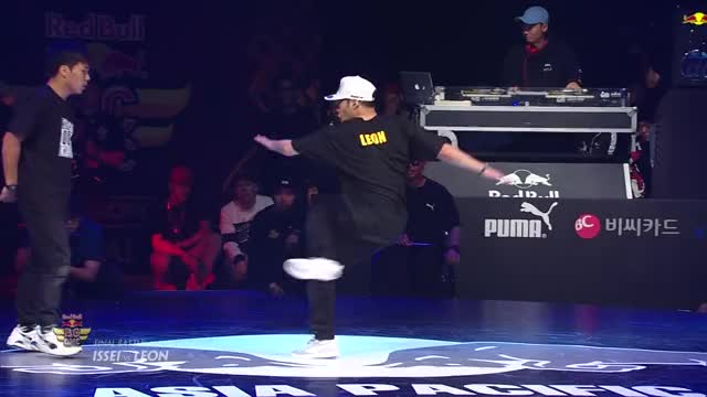 Watch Bboy Issei VS Bboy Leon - FINAL BATTLE - Red Bull BC One Asian Pacific Final 2015 GIF on Gfycat. Discover more b-boying (film genre), red bull bc one (competition), red bull music GIFs on Gfycat