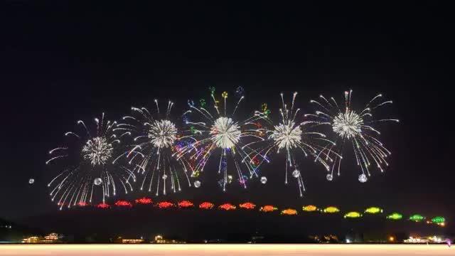 Watch and share Bắn Pháo Hoa Đẹp Nhất Thế Giới - Bắn Pháo Bông Tết Đẹp - Happy New Year GIFs on Gfycat