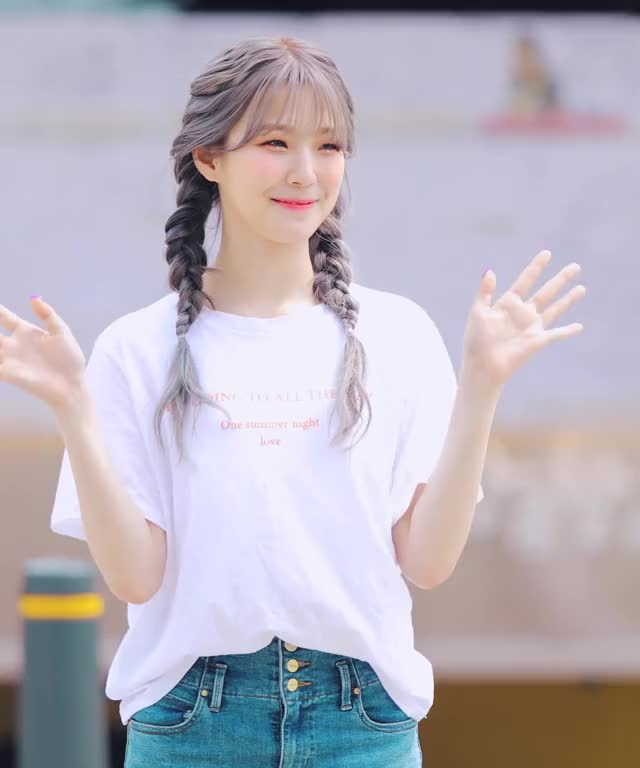 Watch and share Baek Jiheon GIFs and Fromis 9 GIFs by Kuro | 구로카미 on Gfycat