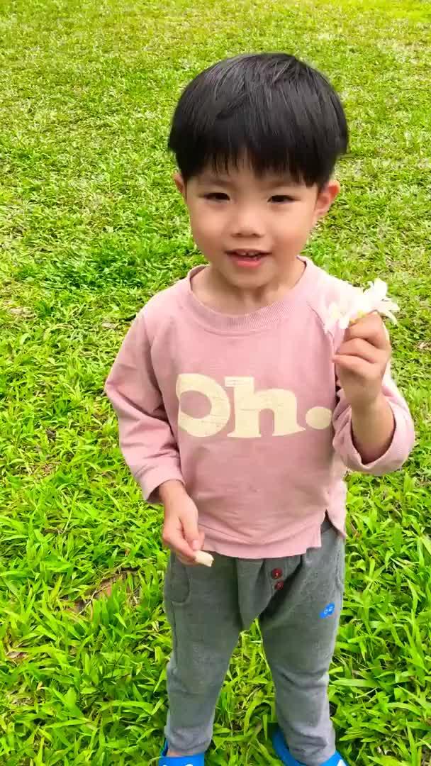 Watch and share 送花給媽咪❤️❤️ GIFs by 葛衍辰 on Gfycat