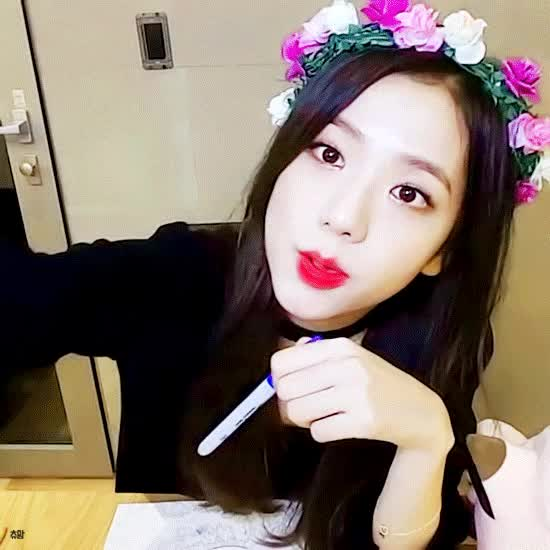 Watch and share Jisoo GIFs by 이상형월드컵-supercup on Gfycat