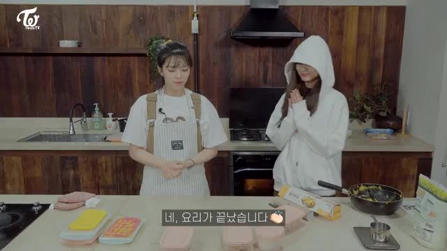 Watch and share JEONGYEON TV Cooking Video 2 Tzuyu 16 GIFs by Breado on Gfycat