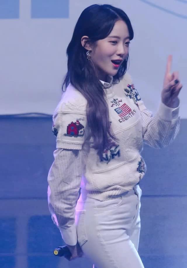 Watch and share 우주소녀 루다(WJSN LUDA)11 GIFs by koreaactor on Gfycat