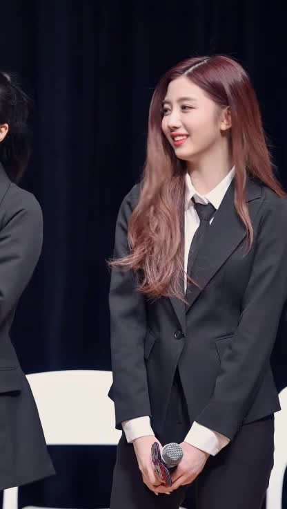 Watch and share 체리블렛 Cherry Bullet 유주 YUJU3 GIFs by koreaactor on Gfycat