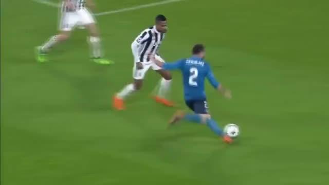 faa7ad7ebf Watch El golazo de chilena de Cristiano Ronaldo a la Juventus desde todos  los ángulos GIF