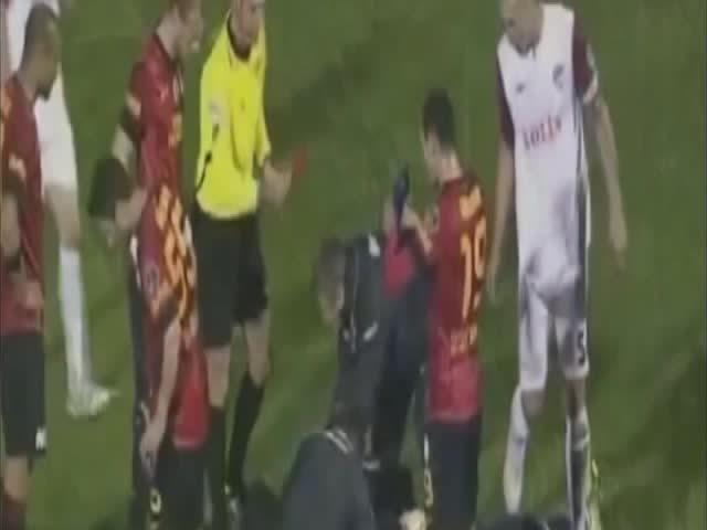 soccergifs, Felipe Melo [Defender Saves Penalty] GIFs
