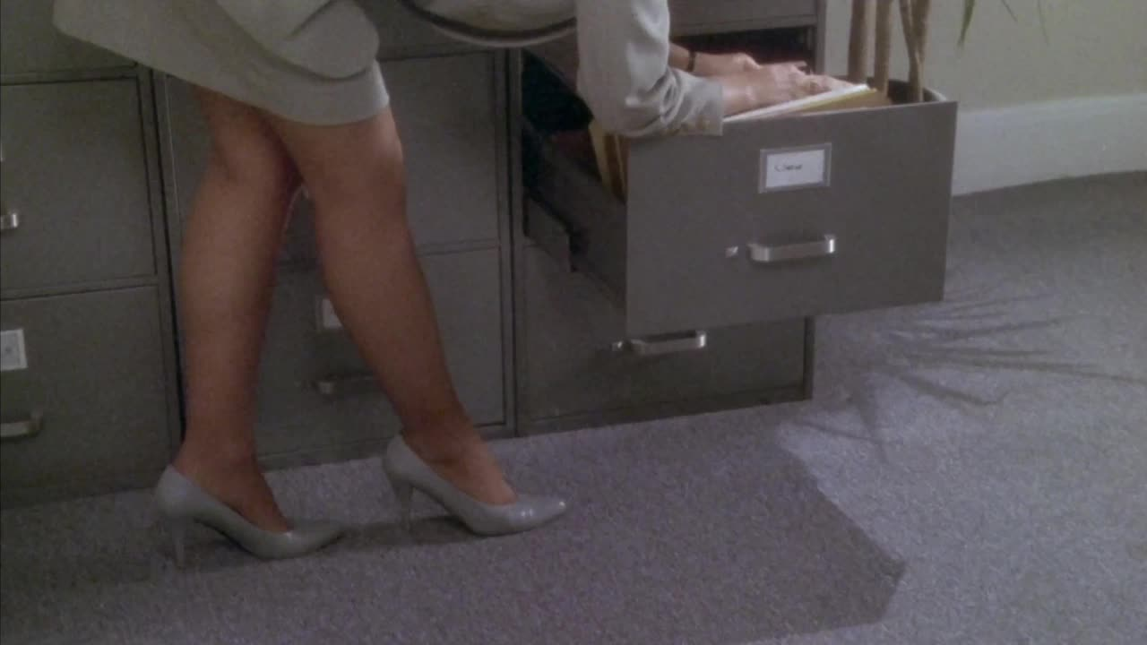 bend over, butt, charlie sheen, checking a woman out, checking out, girl, hot shots 2, long legs, nice, valeria golino, Hot Shots - Checking a bend over girl over GIFs