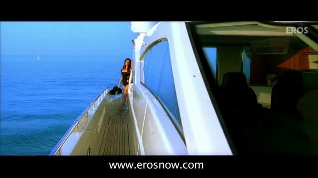 Watch and share Kareena Kapoor Gifted A Bikini | Kambakkht Ishq GIFs on Gfycat