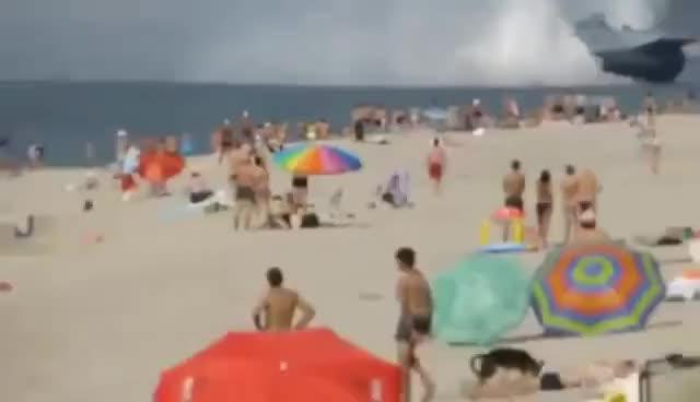 Watch and share Praia Russa Navio De Guerra GIFs on Gfycat