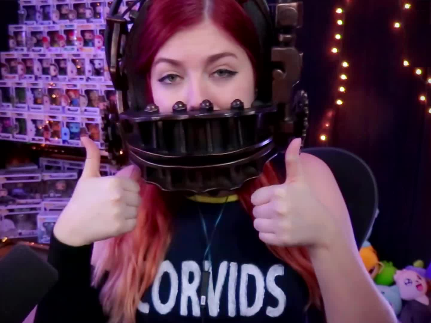 beartrap, cahla, cahlaflour, cheers, cosplay, good, great, instagram, loop, meg, red hair, saw, scary, spooky, spoopy, thumbs up, twitch, twitter, youtube, Cahlaflour Thumbs Up 02 GIFs