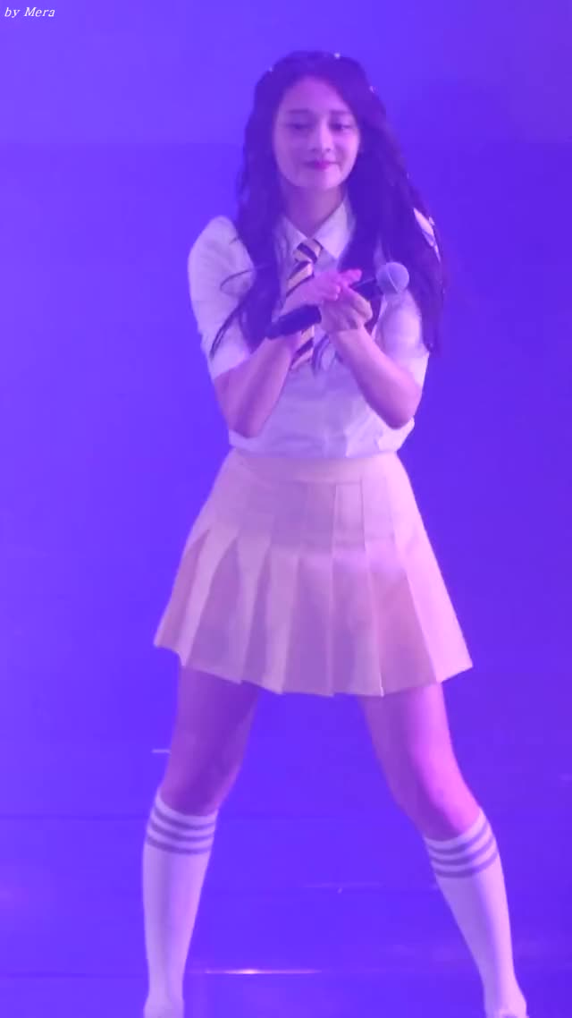 Watch and share 160709 아이오아이 (I.O.I) - 엉덩이 [주결경] Zhou Jieqiong 직캠 Fancam (KB국민은행 Liiv콘서트) By Mera GIFs by phoning.home on Gfycat