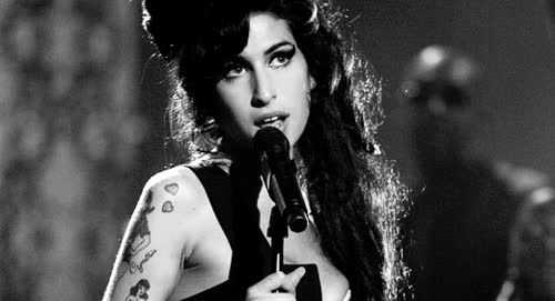 Page 15 for Amy Winehouse GIFs