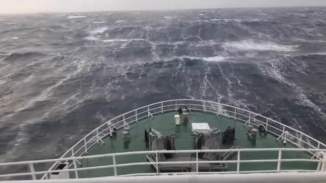 Watch and share Шторм Баренцево Море GIFs on Gfycat