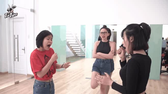 Tận mắt chứng kiến Tóc Tiên thân thiện, cưng chiều học trò số 1 tại Giọng hát Việt
