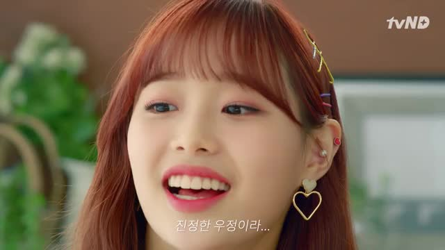 Watch and share Loona GIFs and Chuu GIFs by Hassuri  on Gfycat