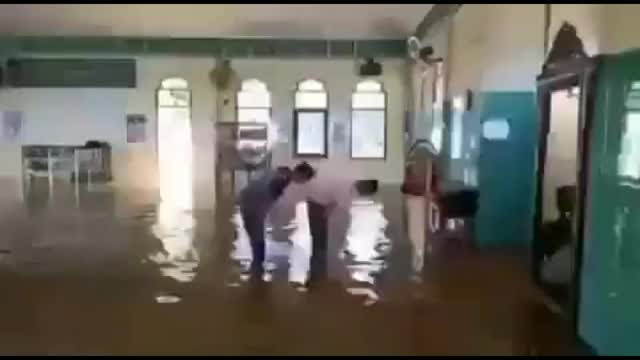 Watch and share Flood GIFs by Ran Mitake on Gfycat