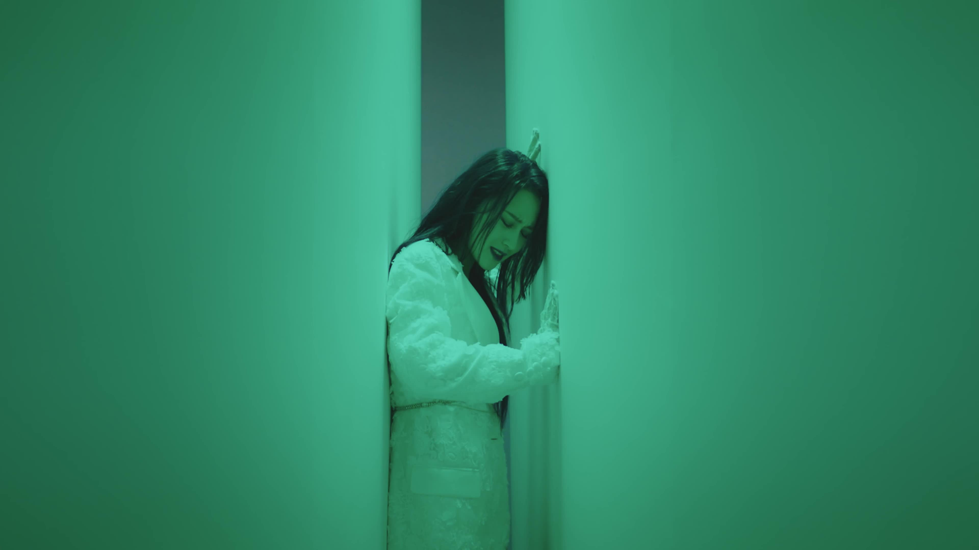 dreamcatcher, siyeon, Siyeon wall push [Breaking Out Japanese MV] GIFs