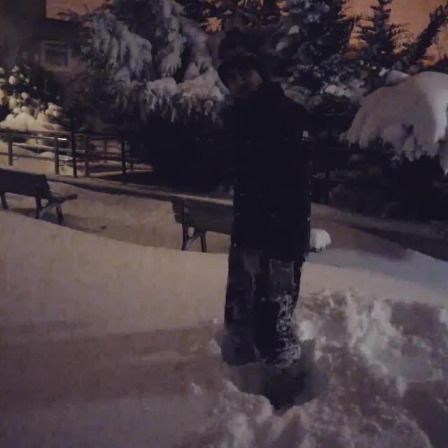 """dab, snow, (づ。◕ ‿。 ◕)づ"""" GIFs"""
