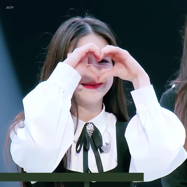 Watch and share Heejin GIFs by Summer on Gfycat