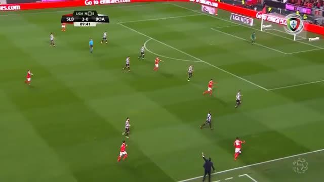 Watch and share Golo De Raúl Jiménez: Benfica (4)-0 Boavista (Liga 23ªJ) GIFs on Gfycat