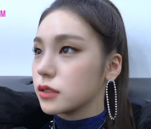 Watch [ITZY ITZY!] EP8. 예지가 있지! GIF on Gfycat. Discover more related GIFs on Gfycat