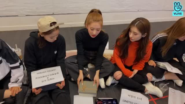 Watch and share V LIVE - [이달의 소녀] 이달의 소녀 오락관 203 GIFs by theangrycamel2019 on Gfycat