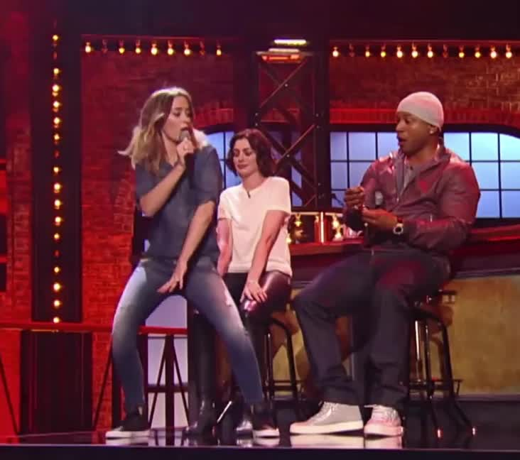 emily blunt gives anne hathaway a lap dance GIFs