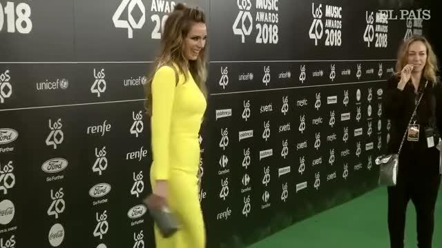 Watch and share Directo Gala Y Alfombra Roja De Los 40 Awards GIFs on Gfycat