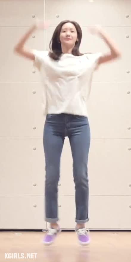 Yoona-SNSD-EXIT dance-7-www.kgirls.net GIFs