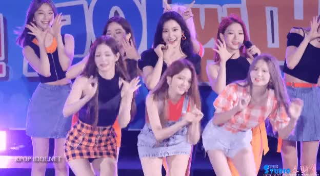 Watch and share 프로미스나인 노지선 (4) GIFs by Dfdf Tdf on Gfycat