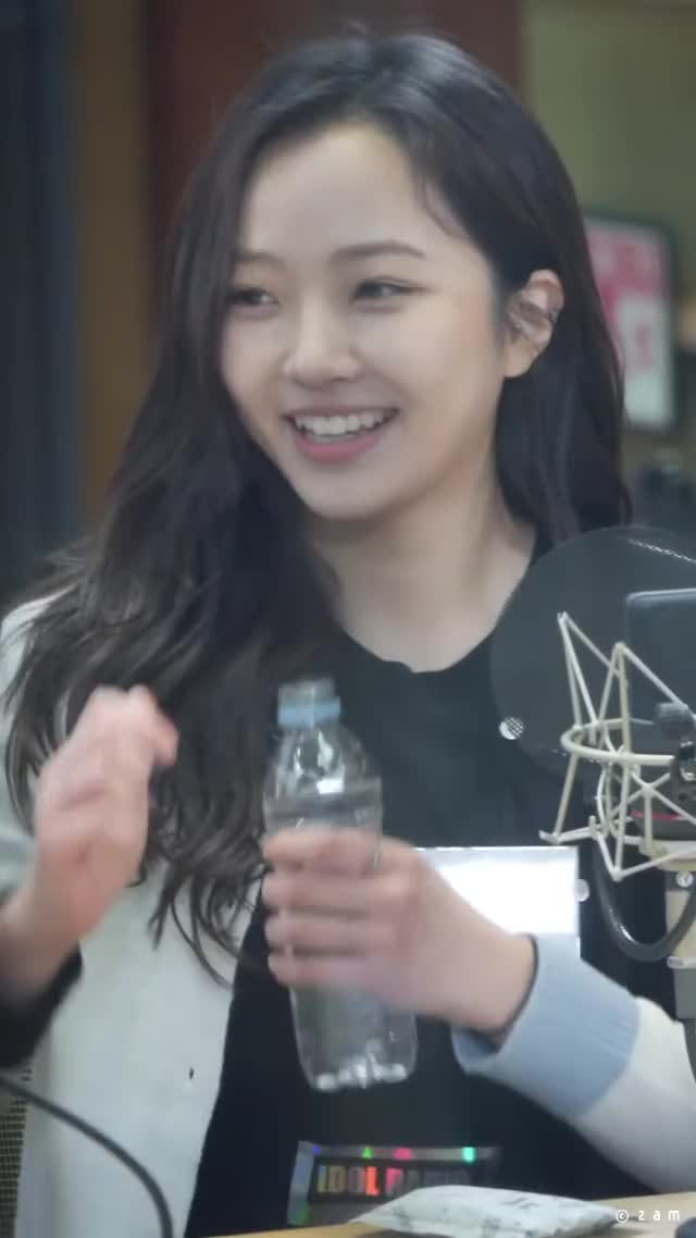 Watch and share Hyeseong 191118 [L8HB9UFGptk]-4 GIFs by moonberries on Gfycat
