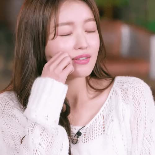 Watch and share 오마이걸 유아 GIFs on Gfycat