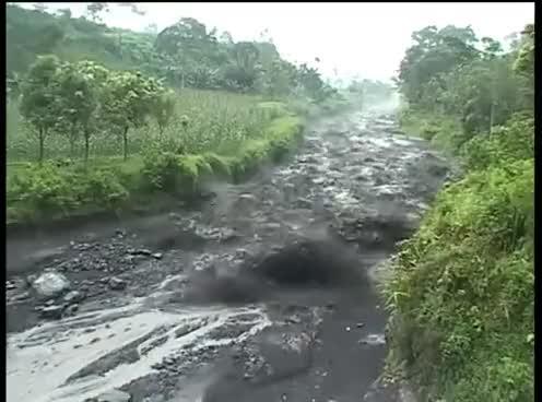 Watch and share Lahar Sur Le Volcan Semeru, Java, Indonésie GIFs on Gfycat
